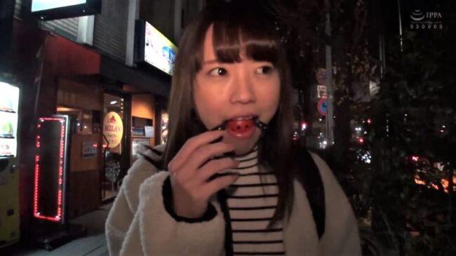 桜井千春がボールギャグでお散歩