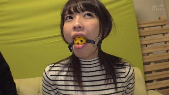 ギャグボールを付けた桜井千春