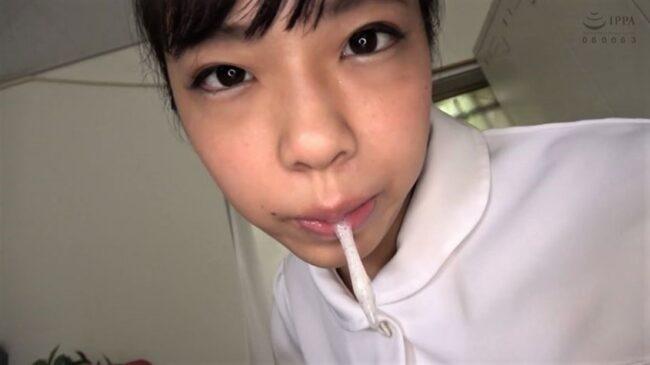 唾液をたらすナース・永野楓果